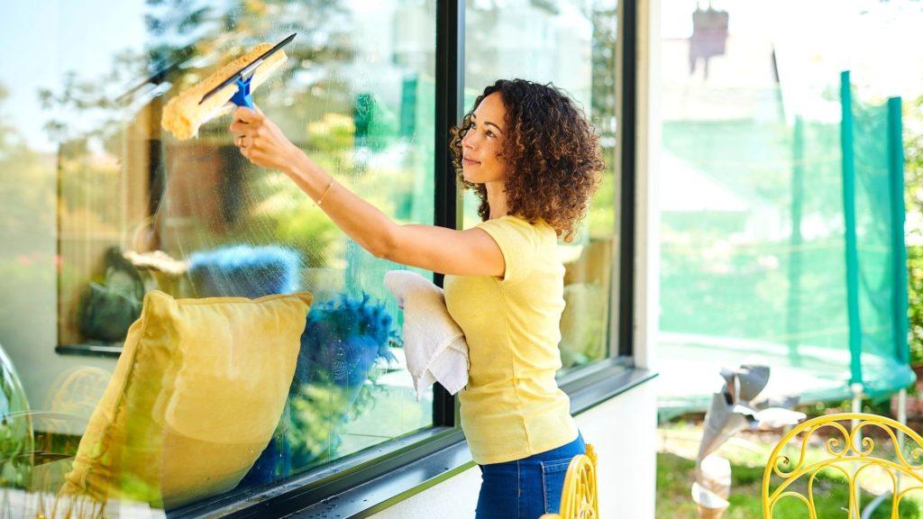 uslugi moyki okon Скоро весна – время мыть окна
